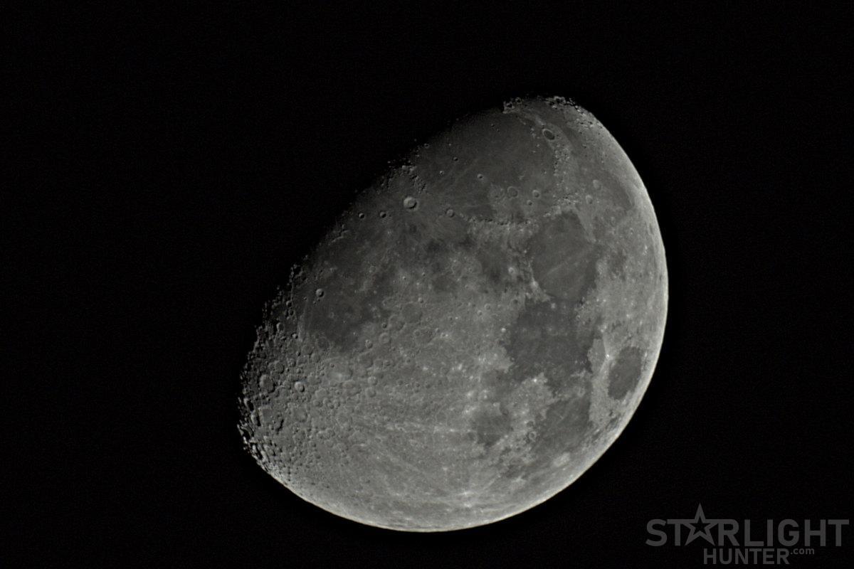 Luna gibosa creciente de Abril