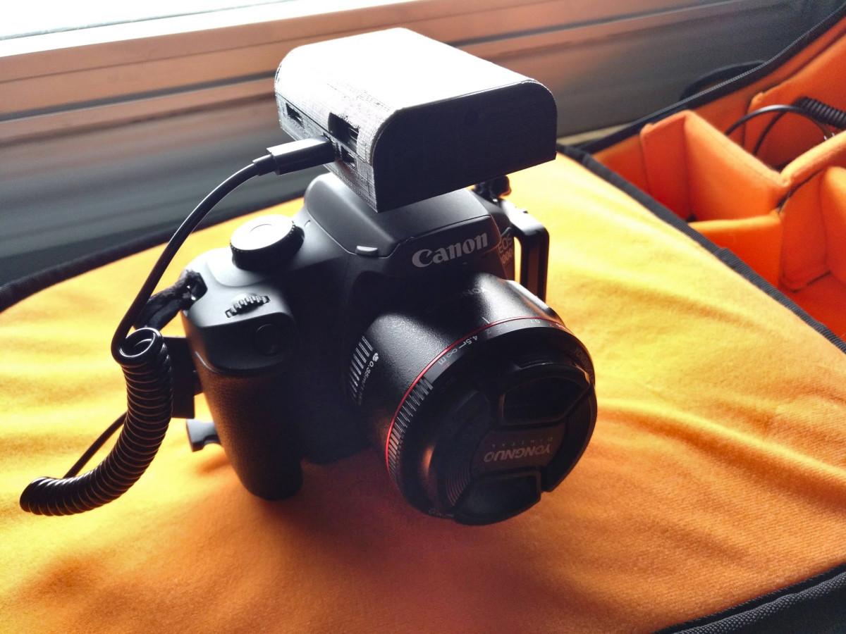 Cámara Canon 4000D con la raspberry conectada para control remoto